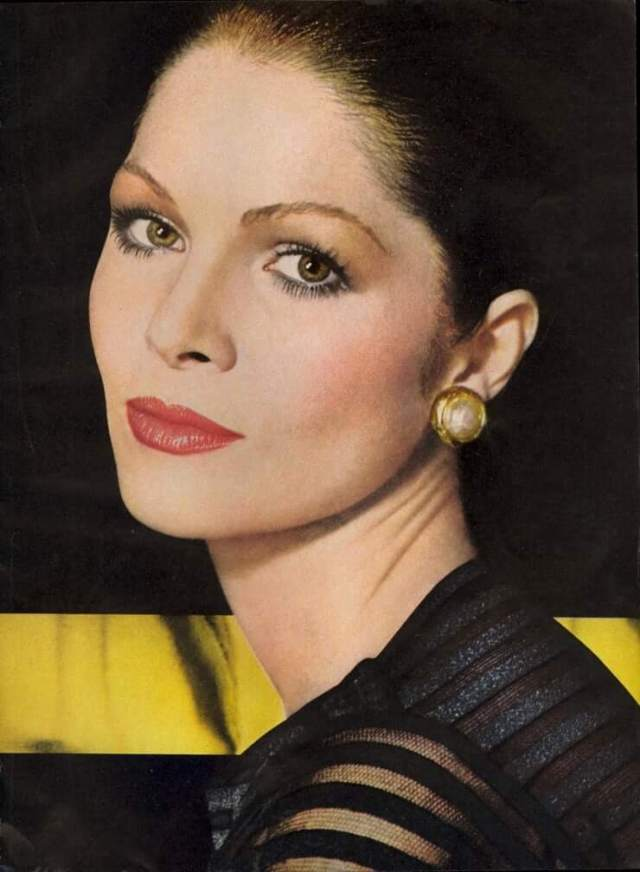 Lois Chiles sexy eyes pic