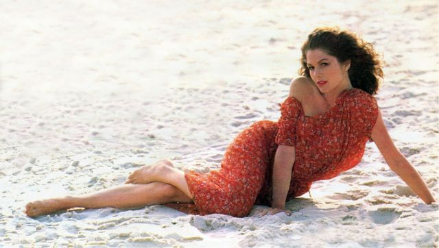 Lois Chiles sexy fet