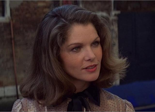 Lois Chiles sexy hairs pic