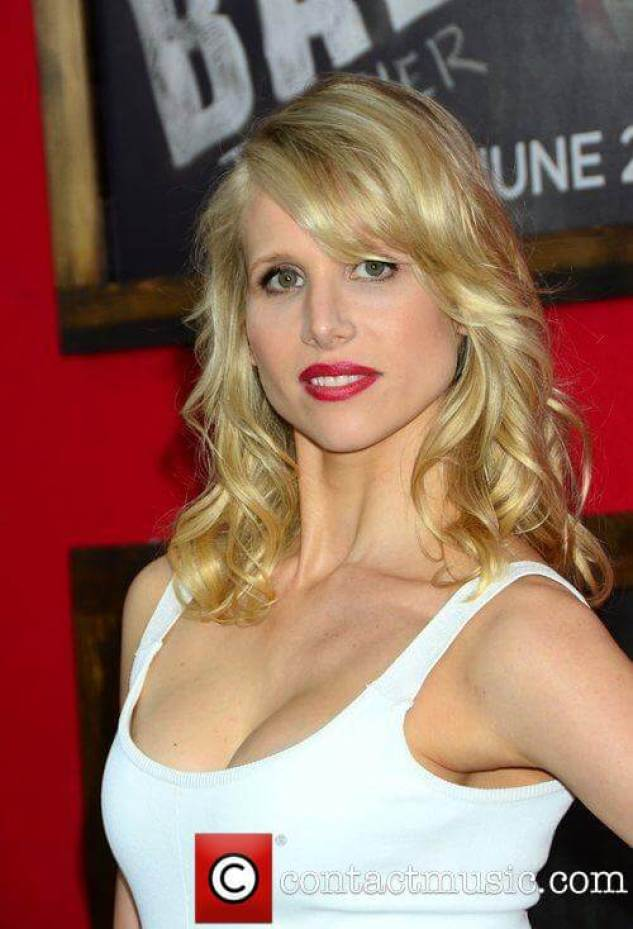 Lucy Punch hot cleavage