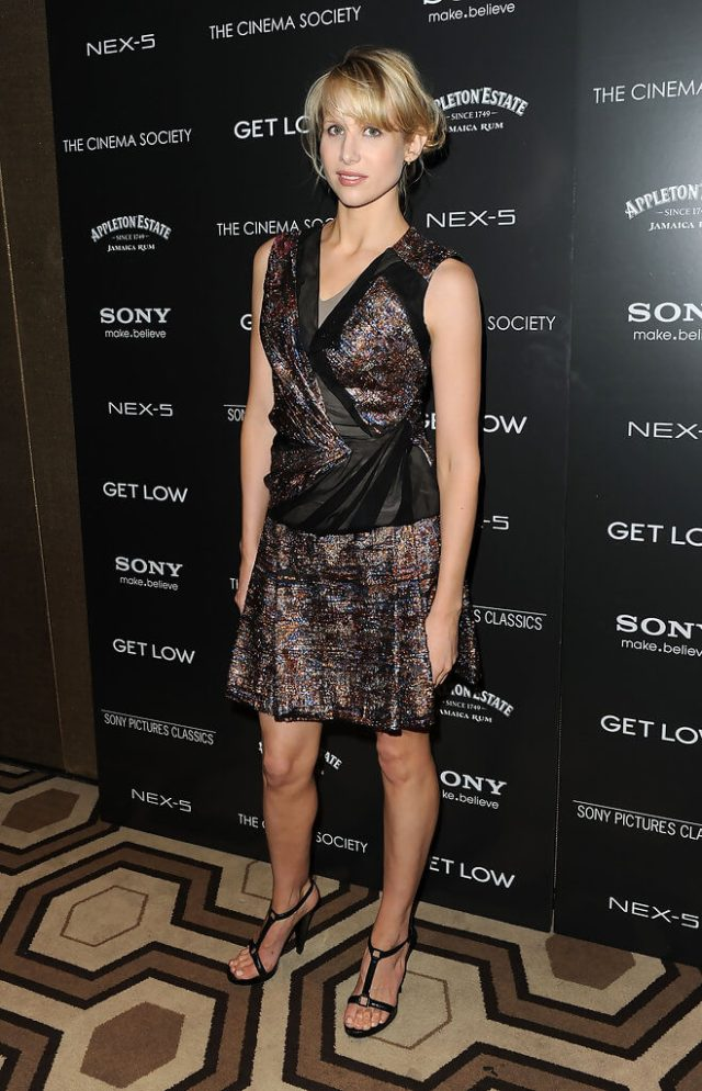 Lucy Punch hot leg pic
