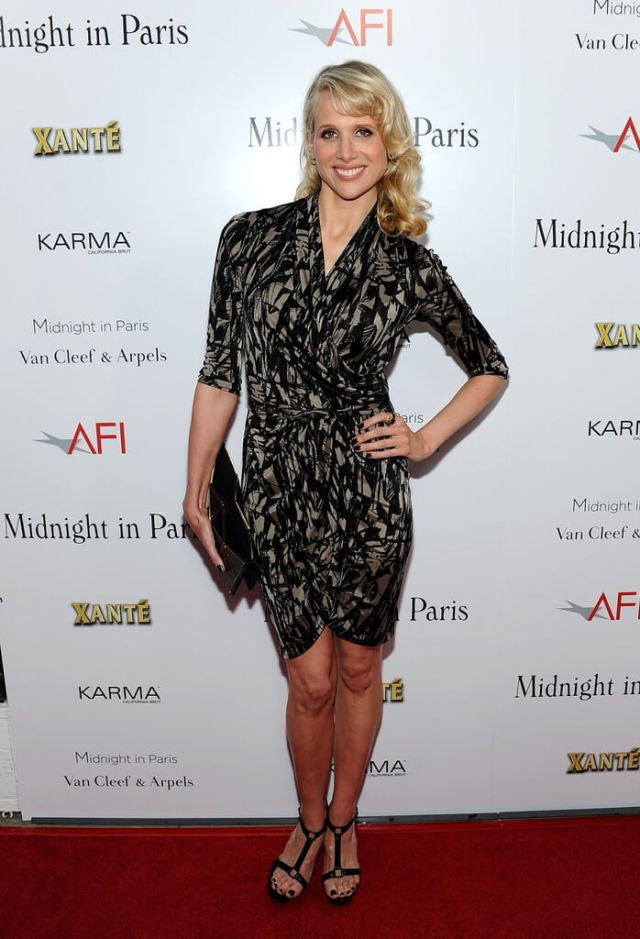 Lucy Punch hot legs pic