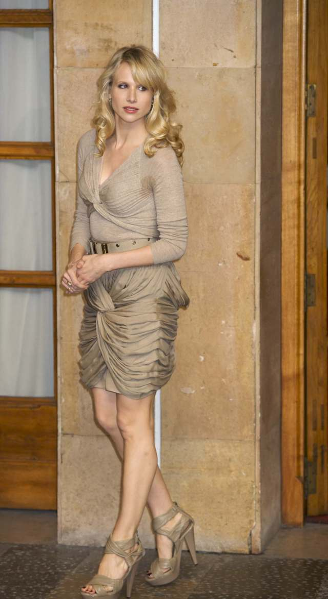 Lucy Punch hot look pic
