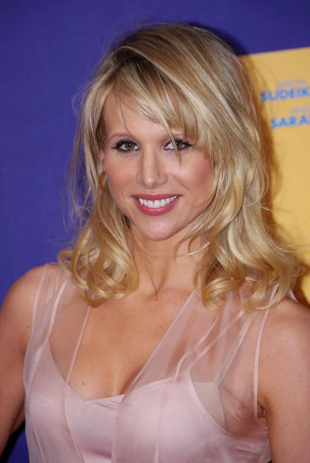 Lucy Punch sexy cleavage pic (2)