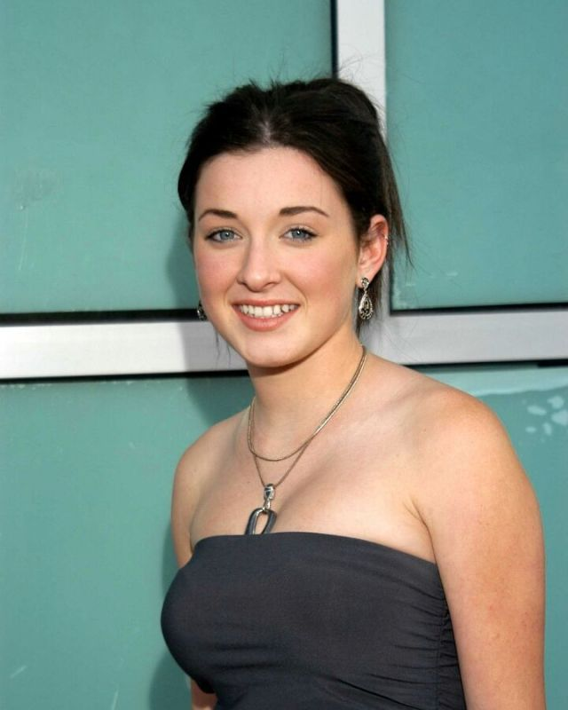 Margo Harshman Photoshoot Pics