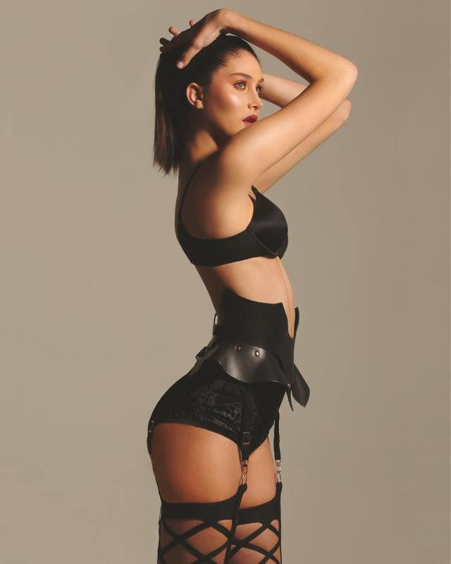 Mariam Habach hot side pics (3)