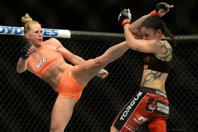 Raquel Pennington fighting (2)