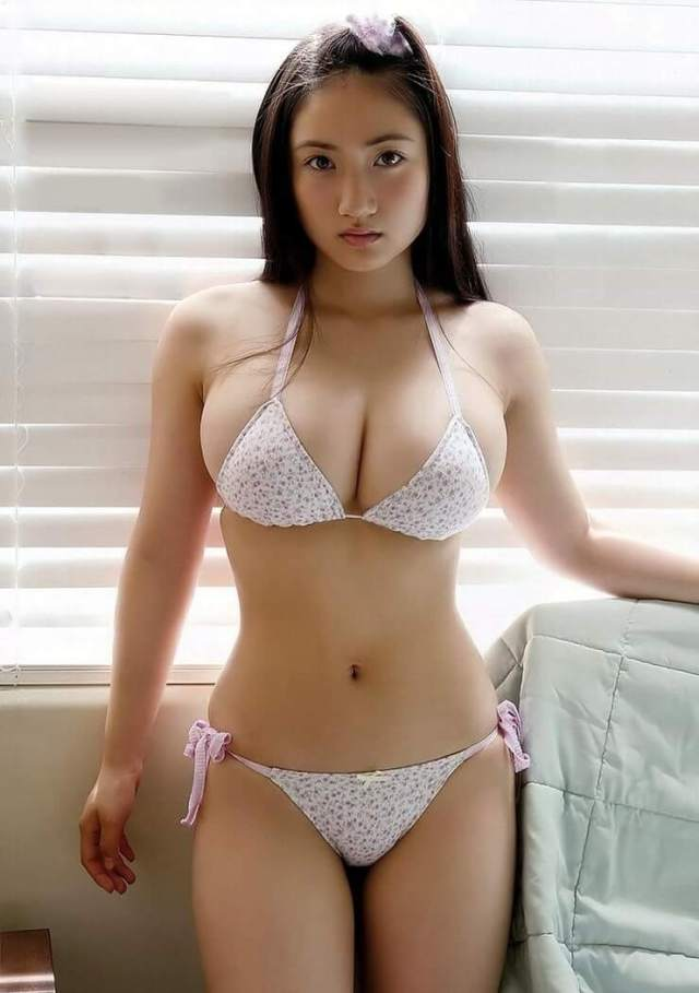 Saaya Irie sexy busty photo (2)