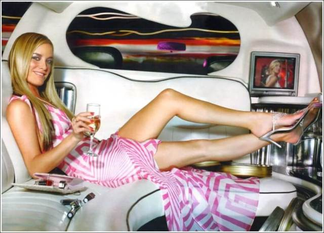 Tamzin Outhwaite thighs picture