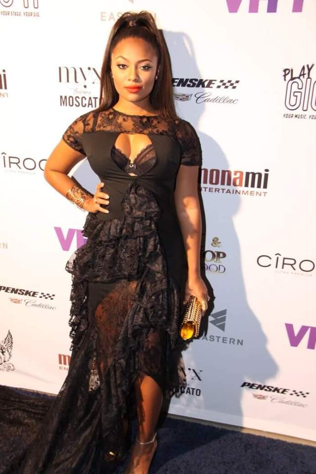 Teairra Mari sexy cleavages pictures