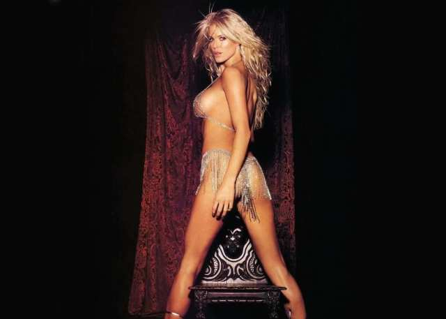Victoria Silvstedt butt hot