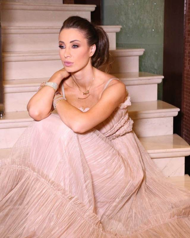 anabella hilal gorgeous look