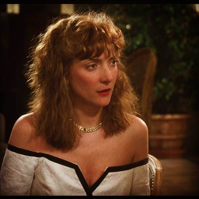 glenne headly cleavage pictures