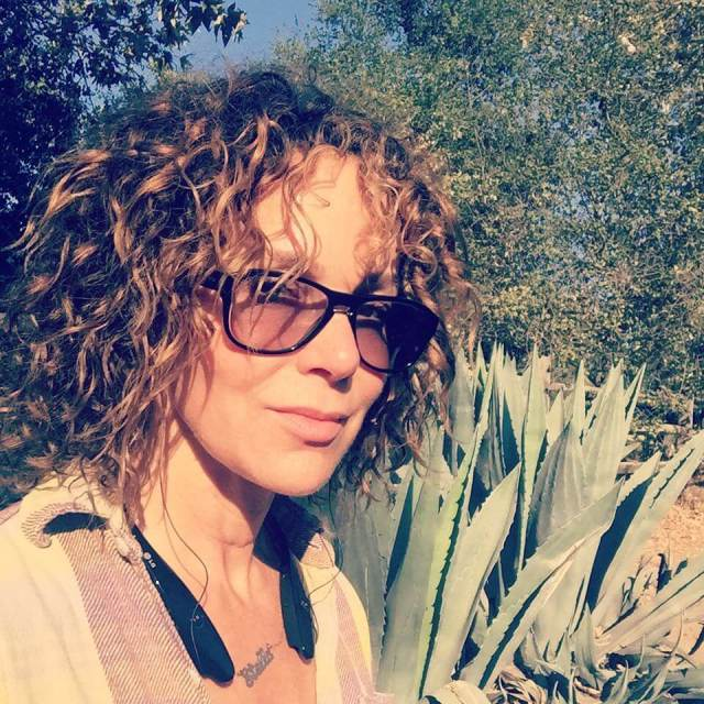 jennifer grey outdoor pictures