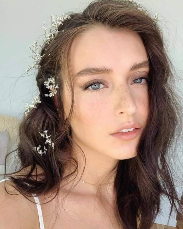 jessica clements gleaming face