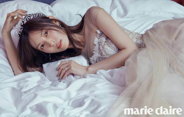 kim so-yeon on the bed