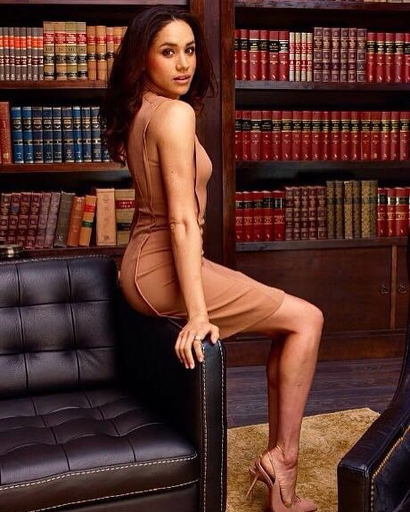 meghan markle sexy legs pic