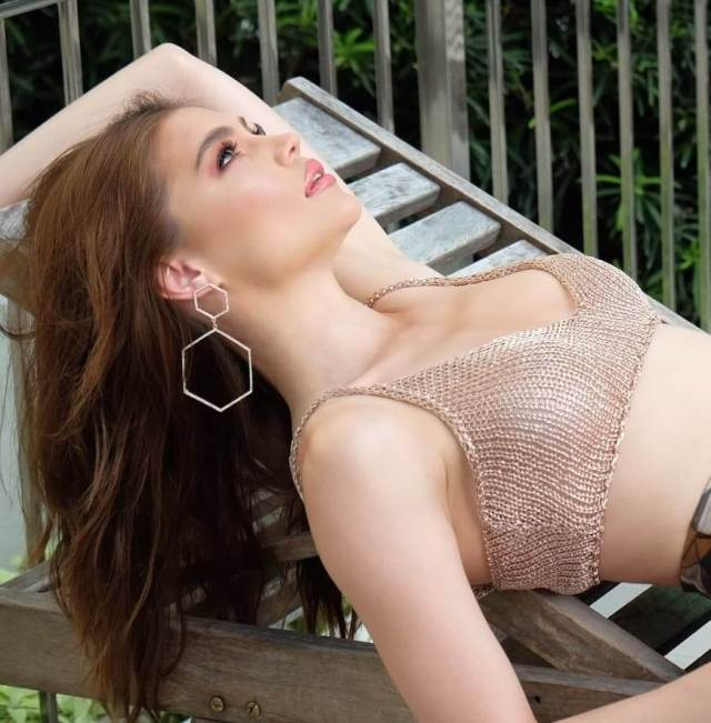 rhian ramos cleavage pictures