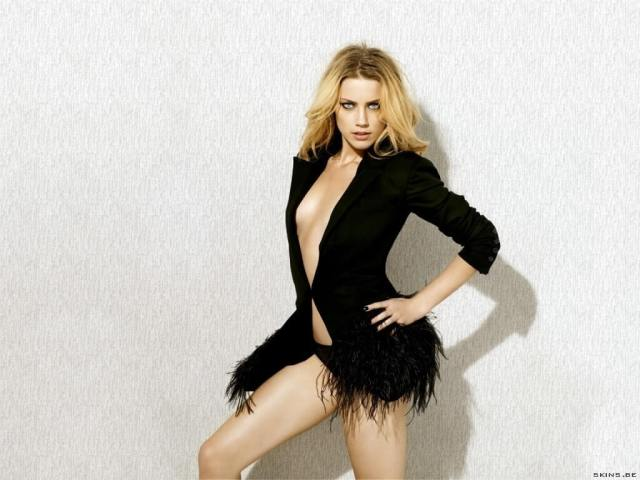 Amber Heard hot cleavages pictures