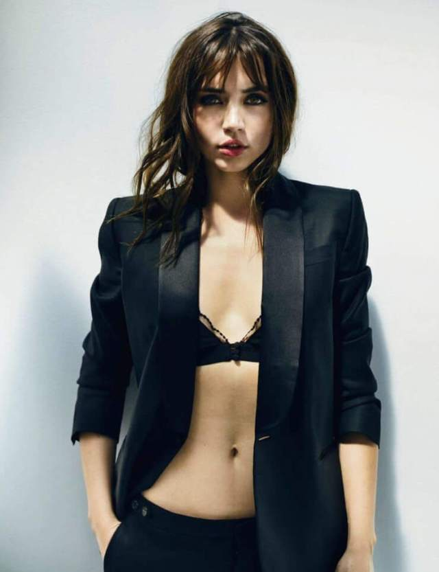 Ana De Armas sexy cleavage photo