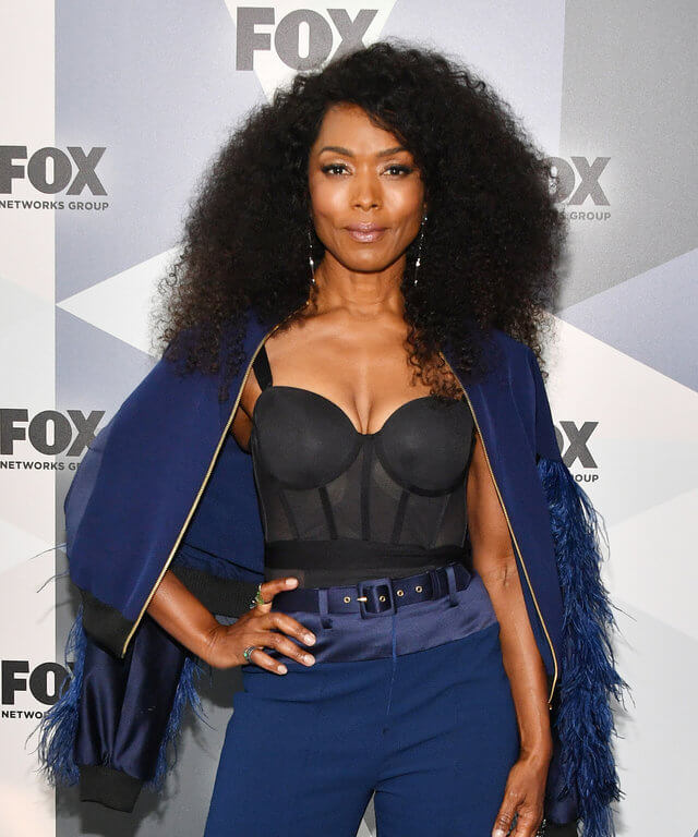 Angela Bassett hot busty pictures