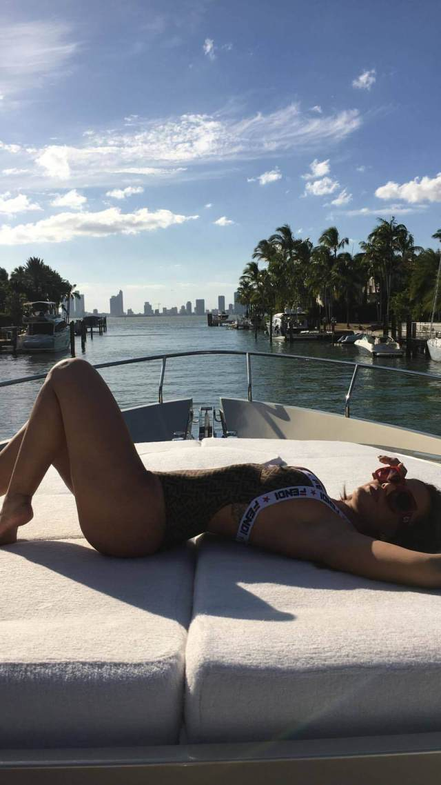 Anitta awesome picture