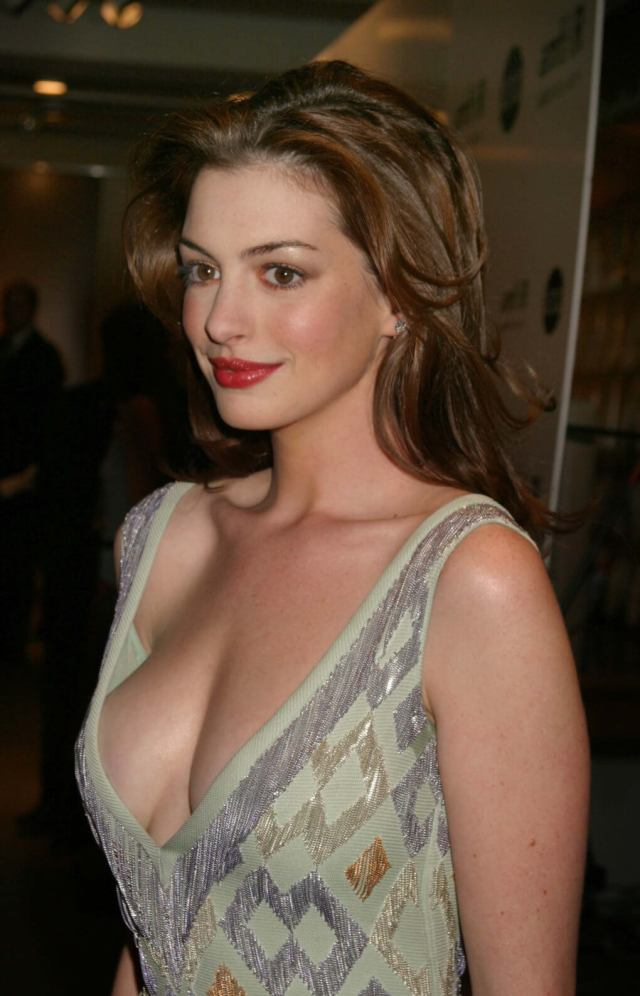 Anne Hathaway sexy side pcis