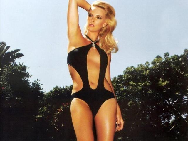 Charlize-Theron-sexy-