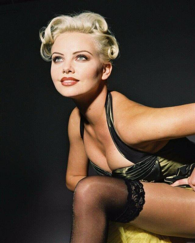 Charlize Theron sexy cleavage pics