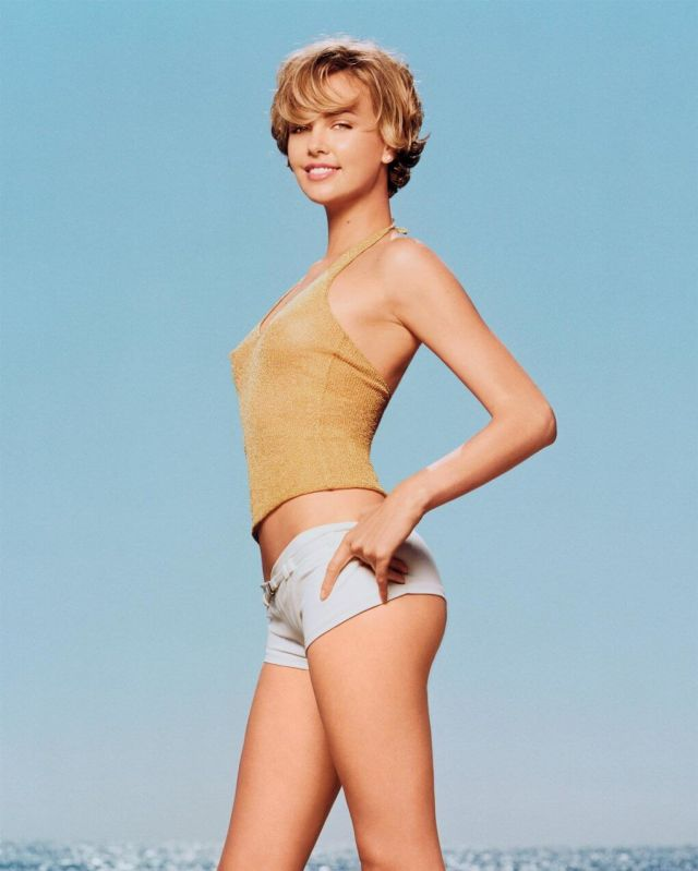 Charlize-Theron-sexy-side-look-
