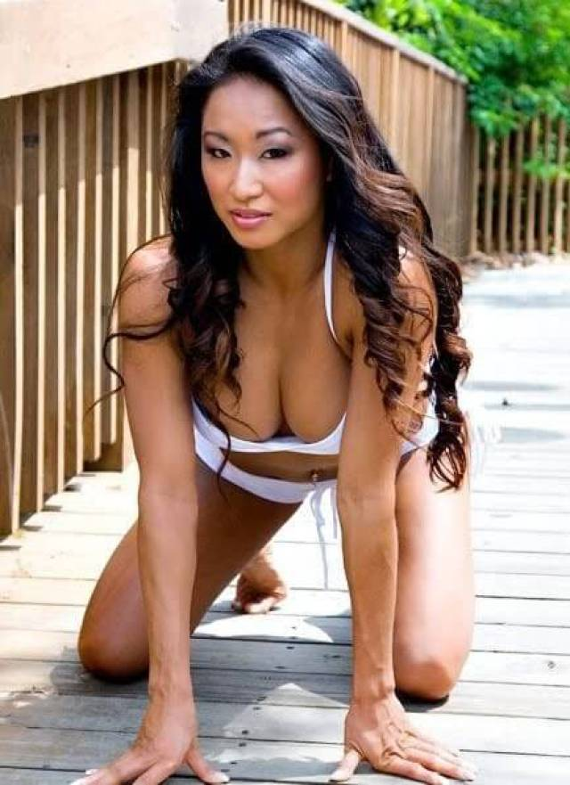 Gail Kim cleavage