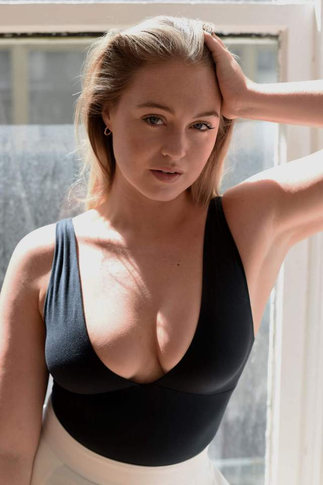 Iskra lawrence hot cleavage pics