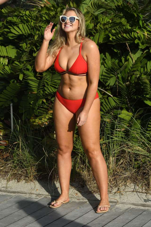 Iskra lawrence sexy cleavage pics