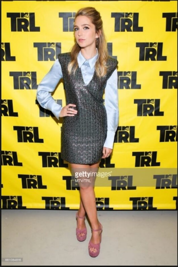 Jessica Rothe hot legs pictures (3)