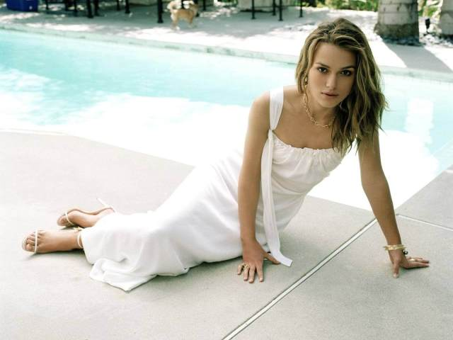 Keira Knightley hot cleavagesd picture