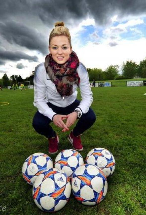 LAURE BOULLEAU awesome