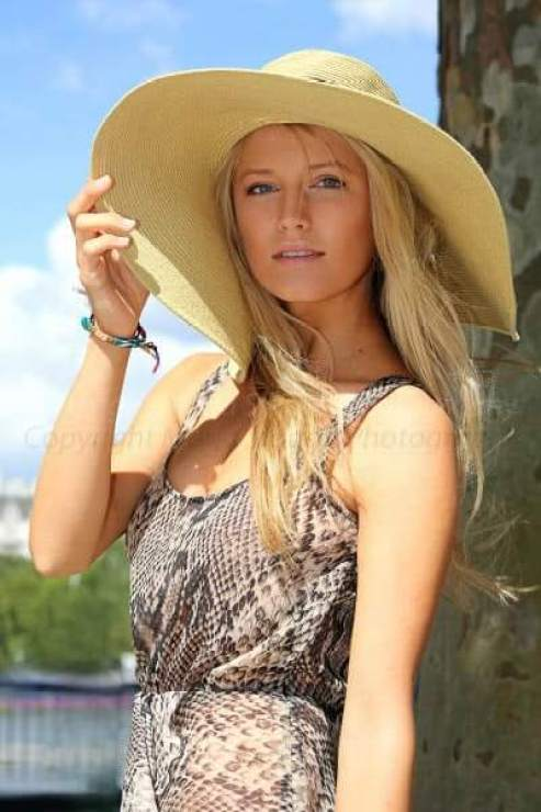 Lily Travers hot side pic