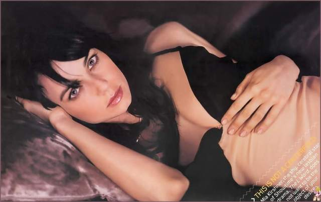 Mia Kirshner sexy cleavages pic