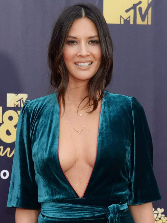 Olivia Munn hot cleavage picture