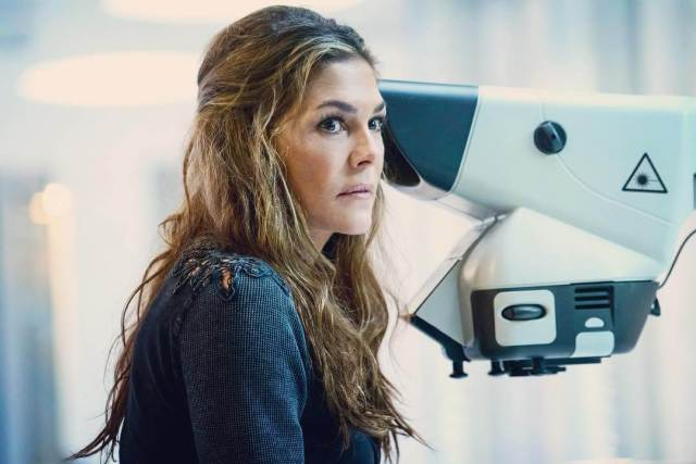 Paige Turco hot look