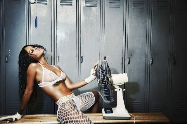 Rihanna lovely pictures (2)