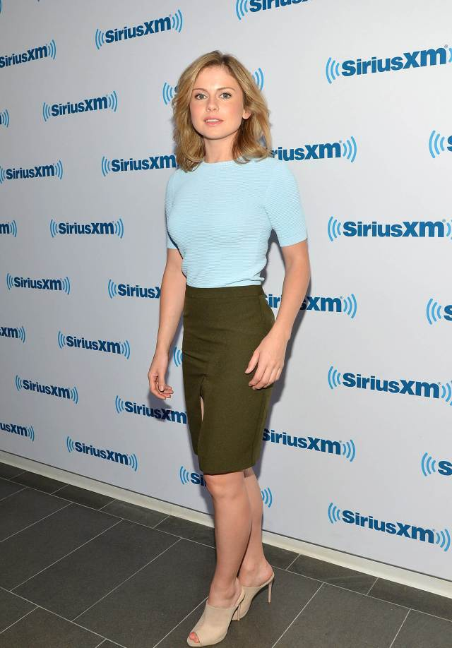 Rose McIver hot legs pics
