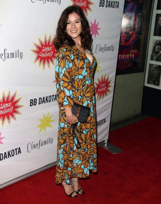 Yael Stone hot side pictures (2)