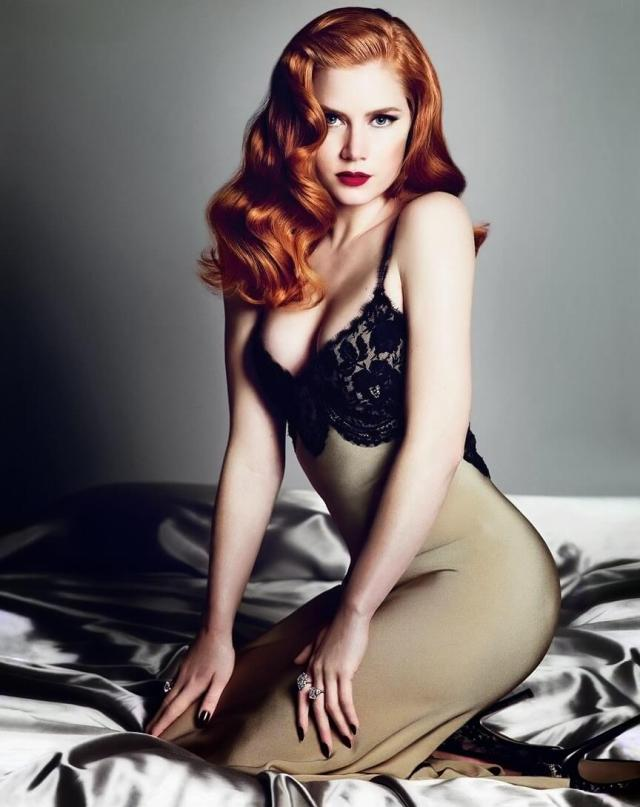 amy adams sexy cleavage pic