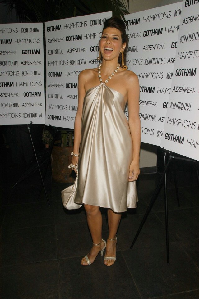 marisa tomei hot busty picture
