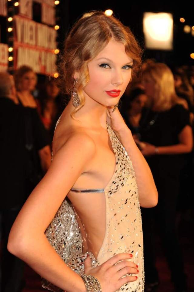 taylor swift sexy side look