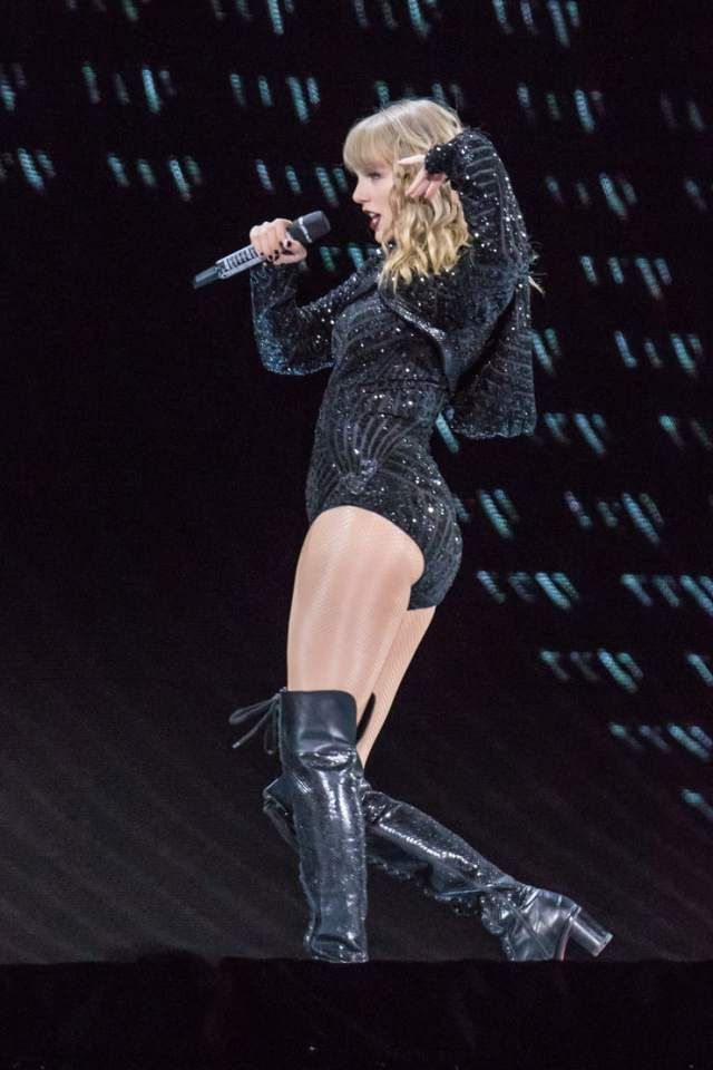 taylor swift sexy thighs