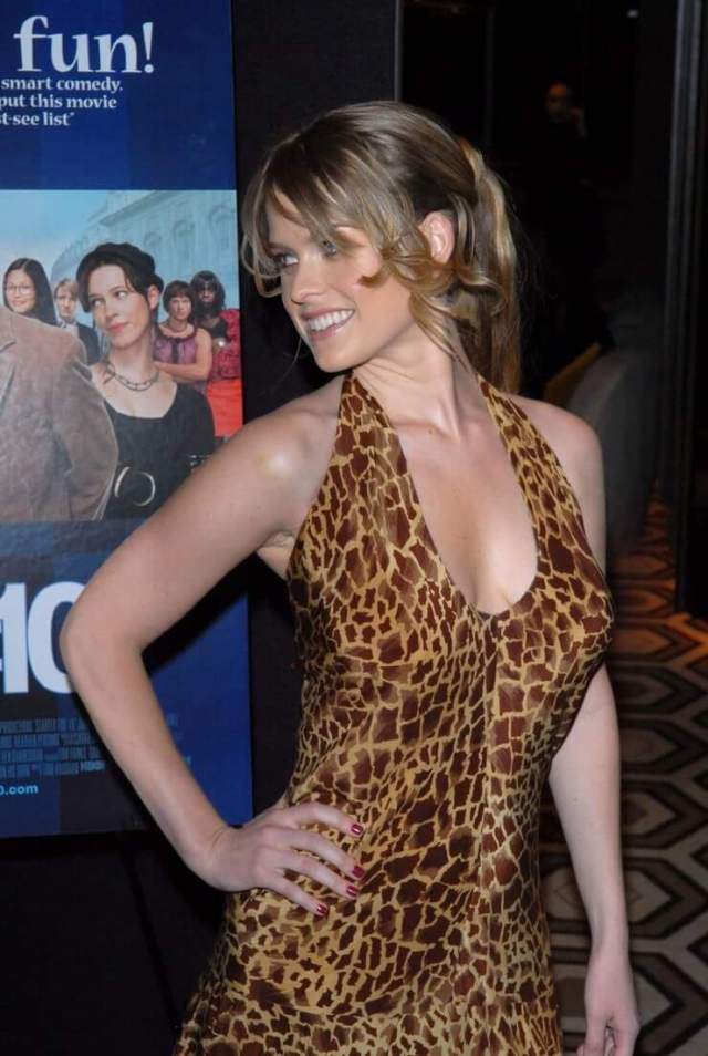 Alice Eve hot images (3)