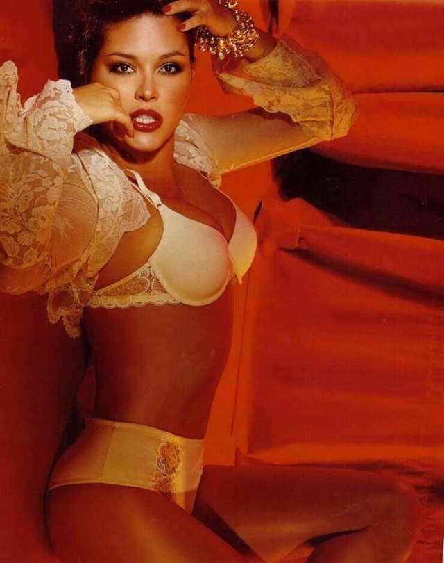 Alicia Machado sexy boobs