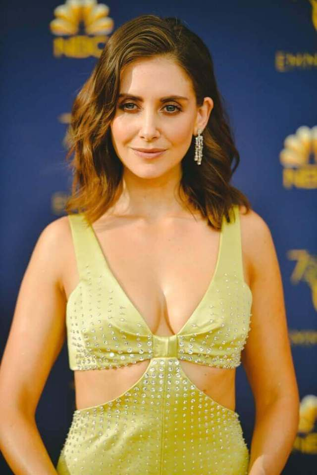 Alison-Brie-awesome-pics-3